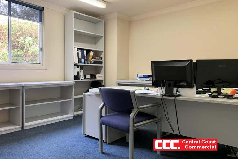 2/3A Racecourse Rd West Gosford NSW 2250 - Image 3