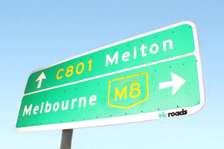 3/13 Glenville Drive Melton VIC 3337 - Image 3