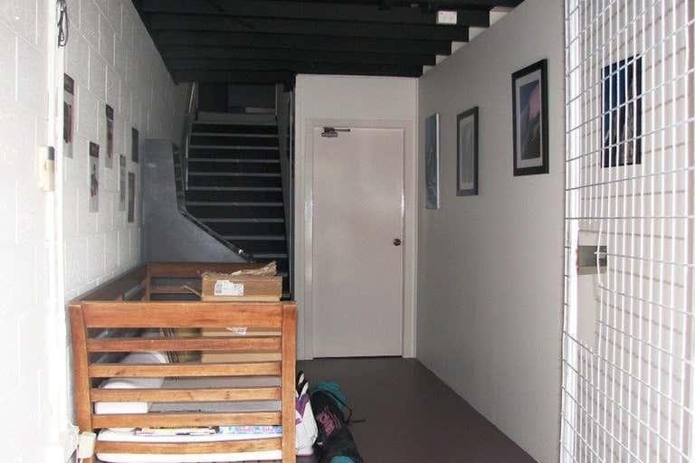 3/4 Fremantle Street Burleigh Heads QLD 4220 - Image 2