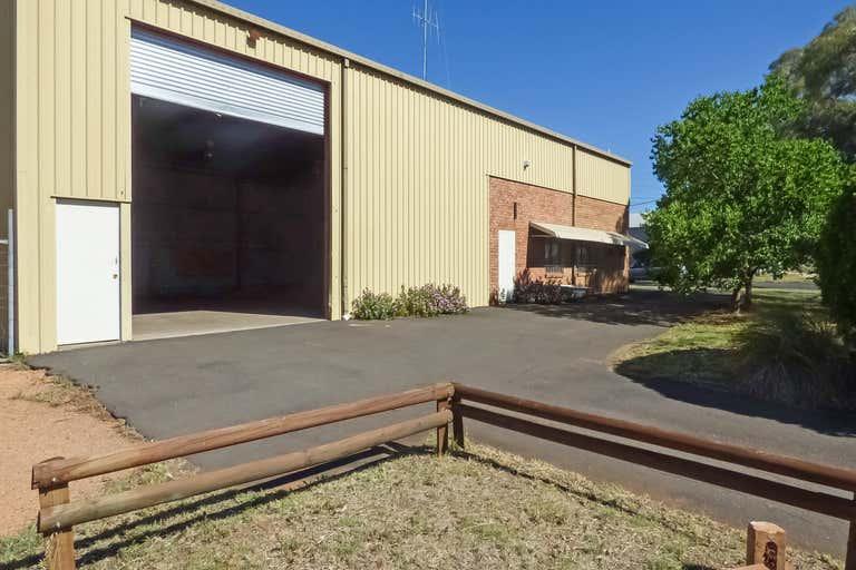 4 Fletcher Crescent Dubbo NSW 2830 - Image 2