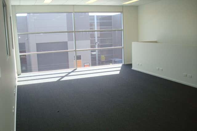 10/345 Plummer Street Port Melbourne VIC 3207 - Image 2