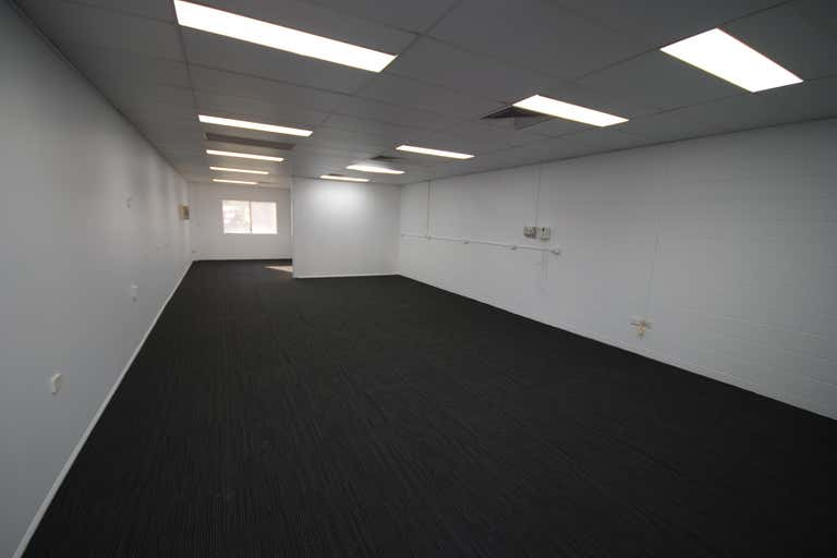 Unit 2, 235 Charters Towers Road Mysterton QLD 4812 - Image 4