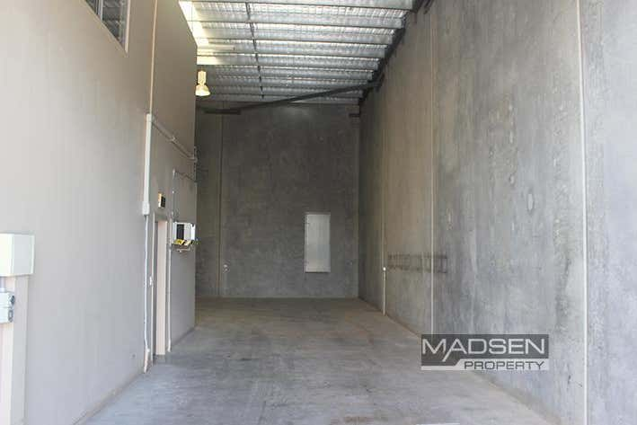 2/30 Walker Street Tennyson QLD 4105 - Image 2