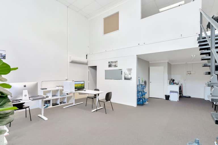 Unit 4 , 385 Oxley Drive Runaway Bay QLD 4216 - Image 1