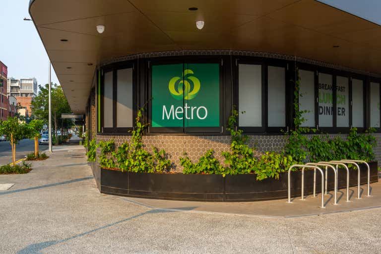 Woolworths Metro, 109 Commercial Road Teneriffe QLD 4005 - Image 1