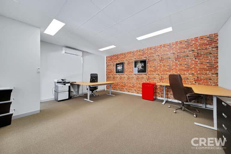 6/14 Harrington Street Arundel QLD 4214 - Image 2