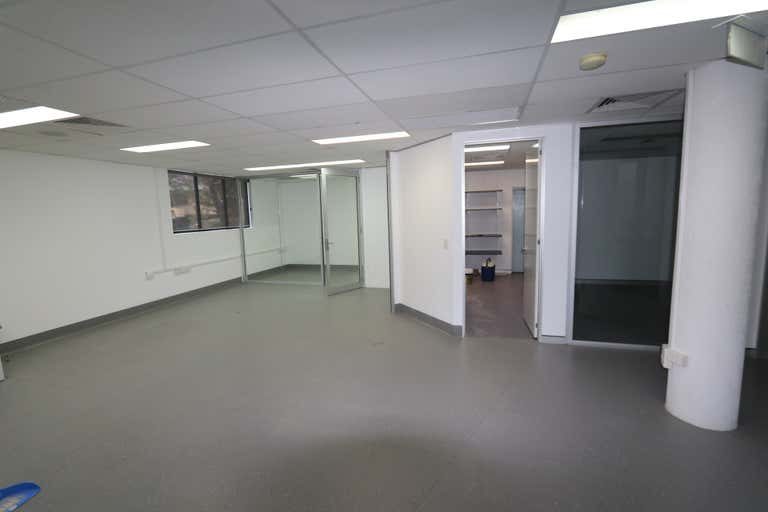 4/82 Queen Street Southport QLD 4215 - Image 2