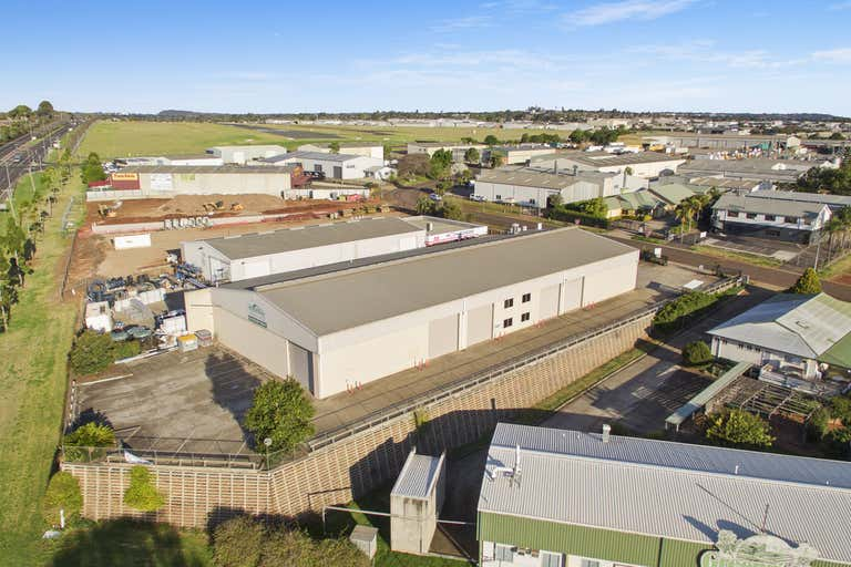 15 Freighter Avenue Wilsonton QLD 4350 - Image 1