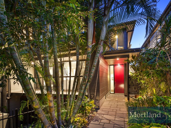 19  Eighth Avenue, St Lucia, Qld 4067