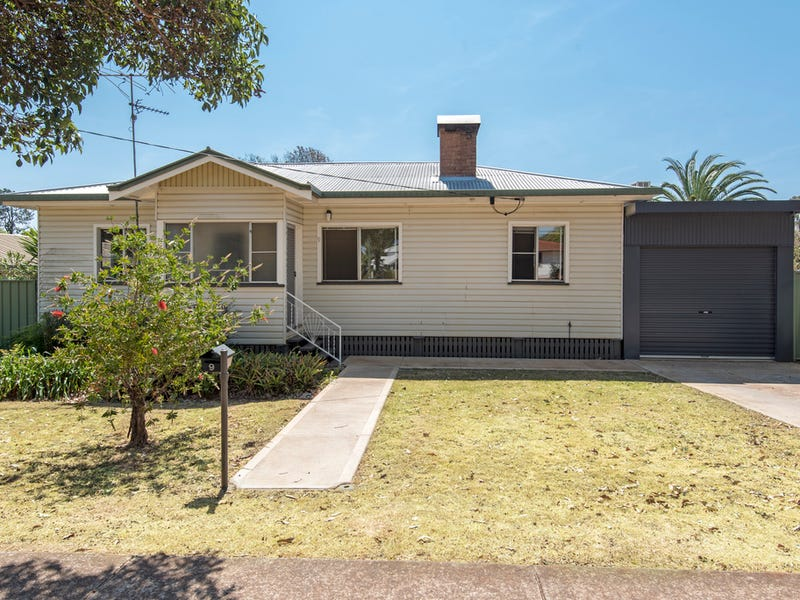 9 Warwick Street, Harristown, Qld 4350