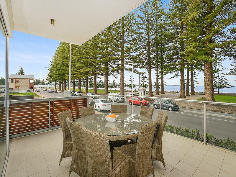 11/2-5 Flinders Parade, Victor Harbor, SA 5211