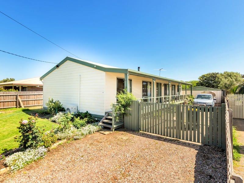 18 Flinders Road, St Leonards, Vic 3223