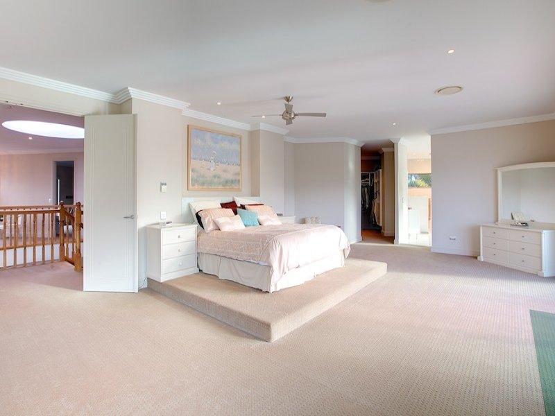 Modern bedroom design idea with carpet & built-in wardrobe ...